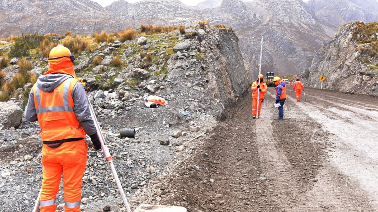 Supervisan avances de la vía Oyón-Ambo que será ruta alterna a la Carretera Central - Radio Nacional del Perú