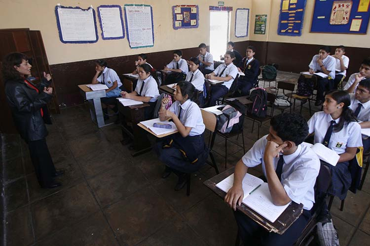 Colegios de adultos en Surrey
