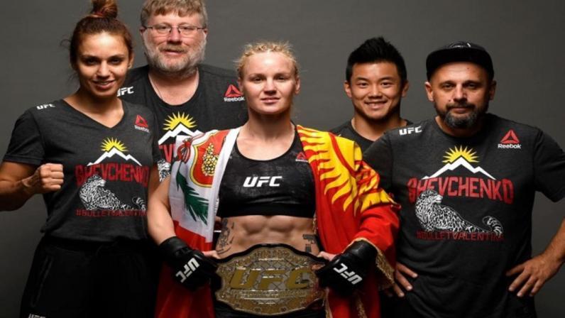 Valentina Shevchenko y su celebración tras obtener el título UFC