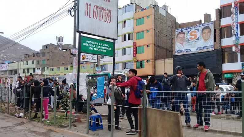 Violento enfrentamiento entre ambulantes y comerciantes en Independencia