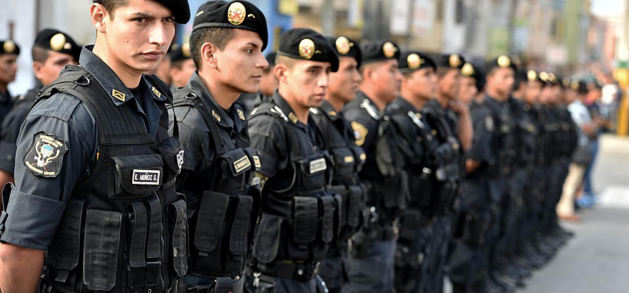 Ppk eliminar sistema 24x24 y mejorar sueldo de polic as for Portal de servicios internos policia