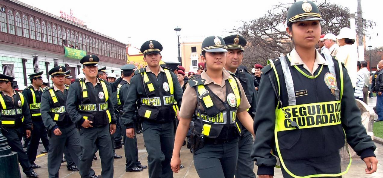 Polic a per 5 000 polic as garantizar n seguridad for Oficina policia nacional