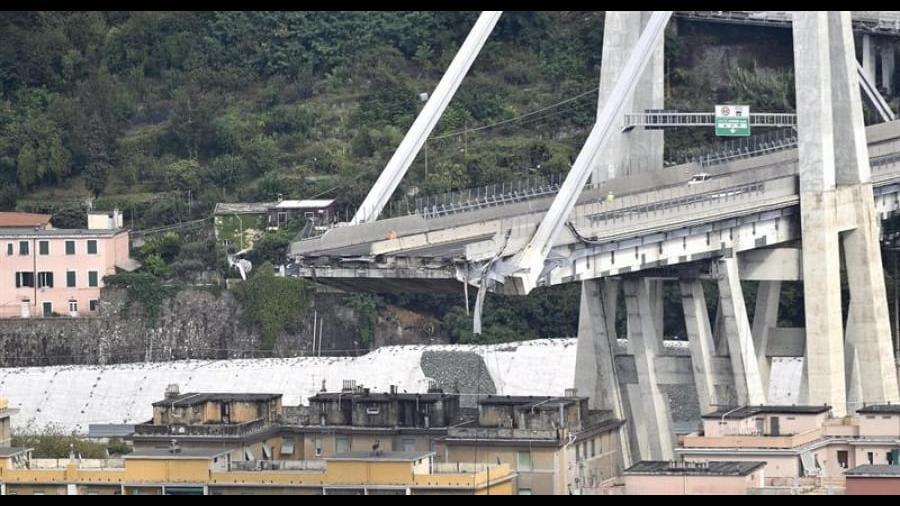 15 fotografías del derrumbe del viaducto Morandi en Italia