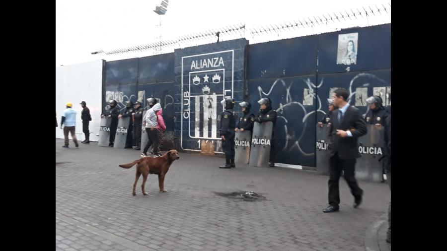 Así ingresó el grupo evangélico a 'Matute' en la madrugada — Alianza Lima