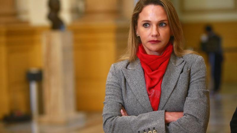 Luciana León se allana a impedimento de salida del país